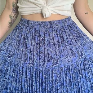 Dresses & Skirts - Vintage Pleated Blue Paisley Skirt